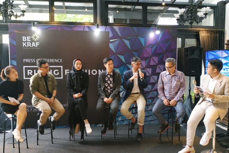 bekraf-tampilkan-brand-fesyen-lokal-di-perhelatan-kolaborasi-indonesia-singapura