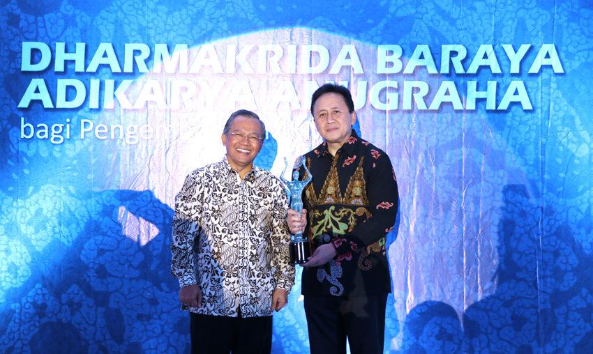 Bekraf Raih Penghargaan Usaha Pembangan Ekonomi Kreatif Indonesia