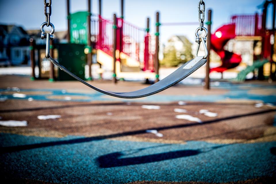 dampak positif anak bermain di playground